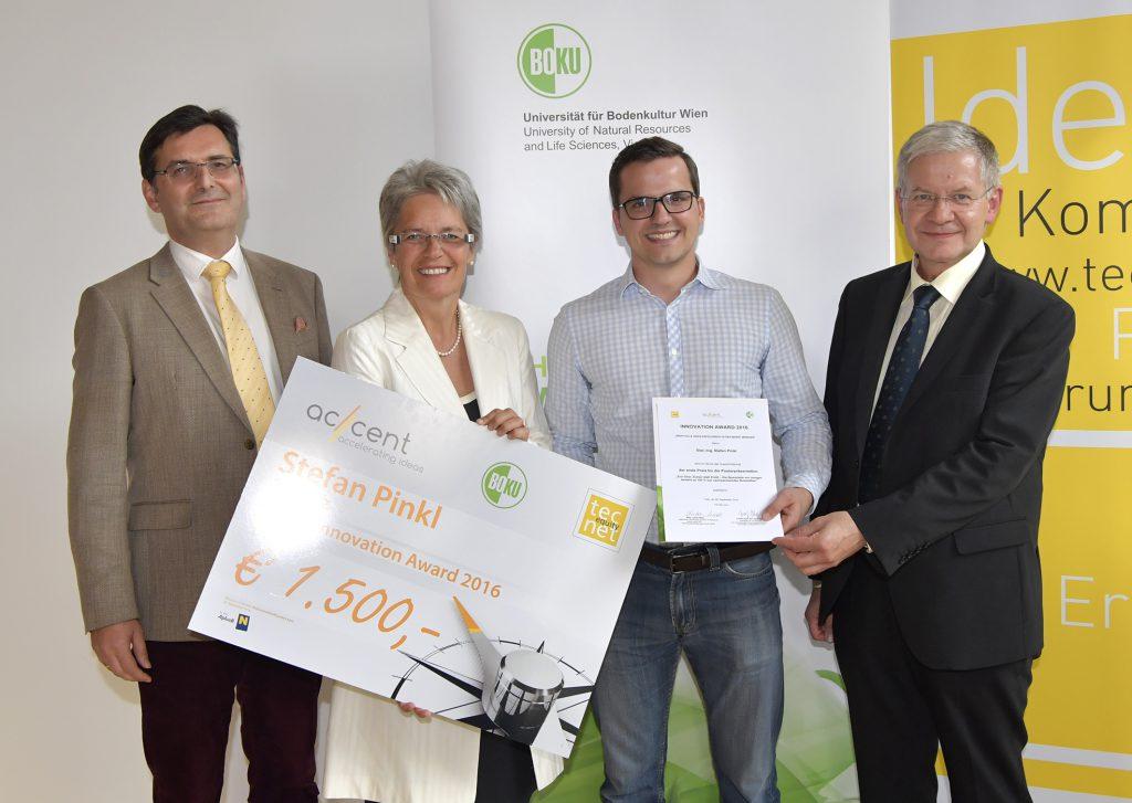 1. Platz Innovation Award 2016 Lukas Madl, Landesrätin Petra Bohuslav, Stefan Pinkl, Josef Glößl